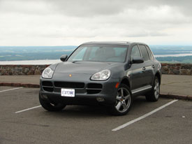 Cayenne S at the Champlain Lookout